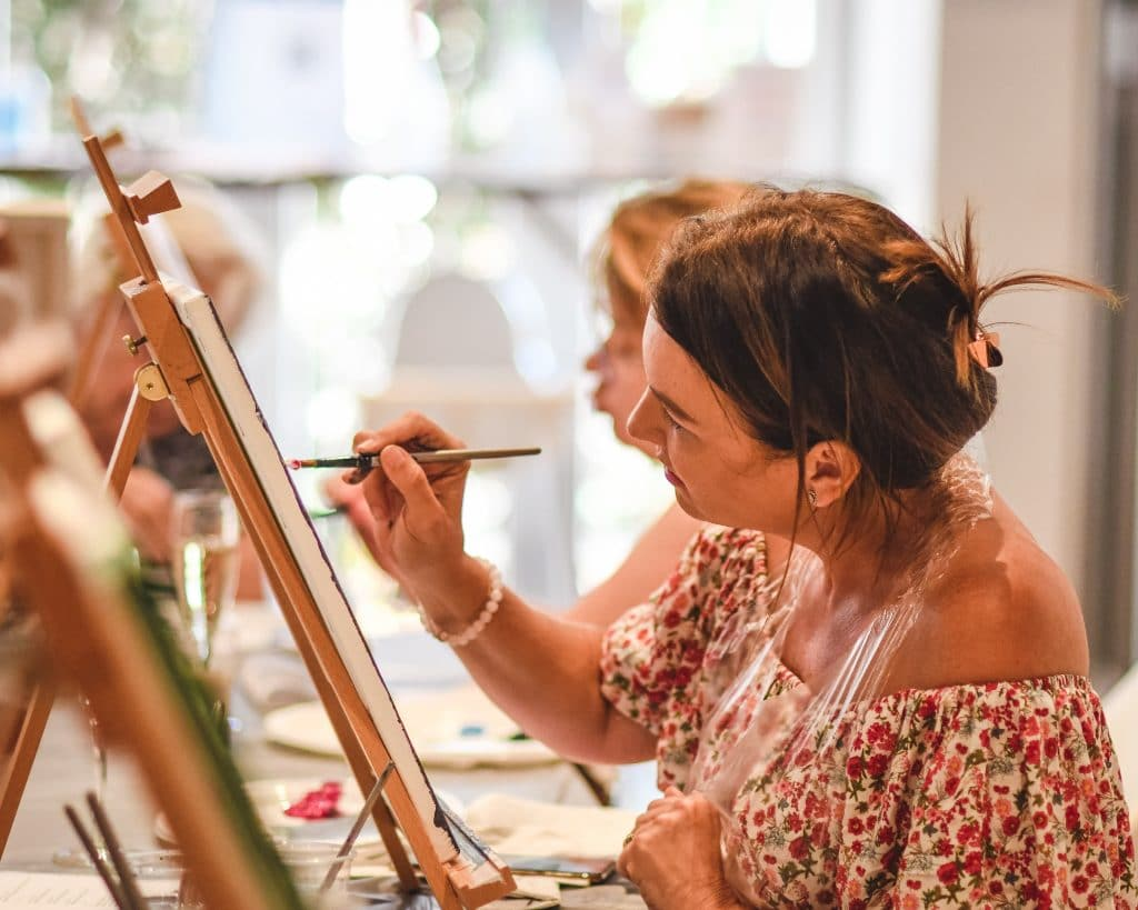 paint and sip gold coast